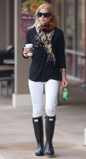 Elin Nordegren stops off at a Starbucks in her Jimmy Choo Hunter Boots