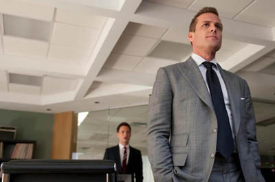 Media Trend | Suits | Harvey in a grey suit