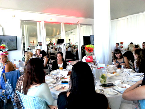Elizabeth Arden | Visible Difference | Room full of writers