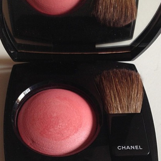 A touch of pink. Chanel Rose Initiale 72